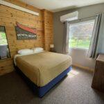 1st Bedroom: Queen Bed