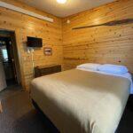 2nd Bedroom: Queen Bed